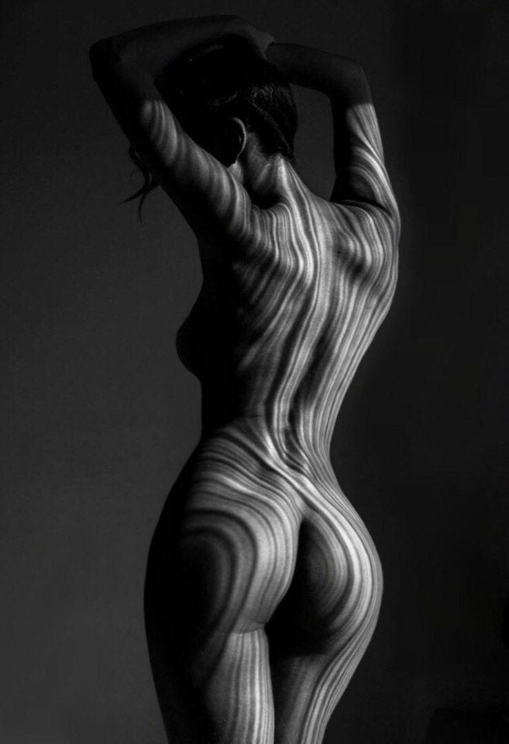 Красота И Привлекательность Обнаженного Женского Тела