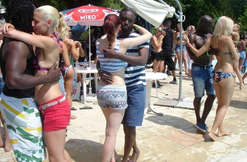 spring-break-interracial-sex-double-penetration-sorority