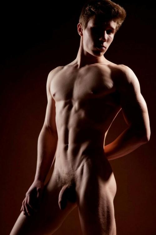 собеседник конкурс голые тела мужчин его друга