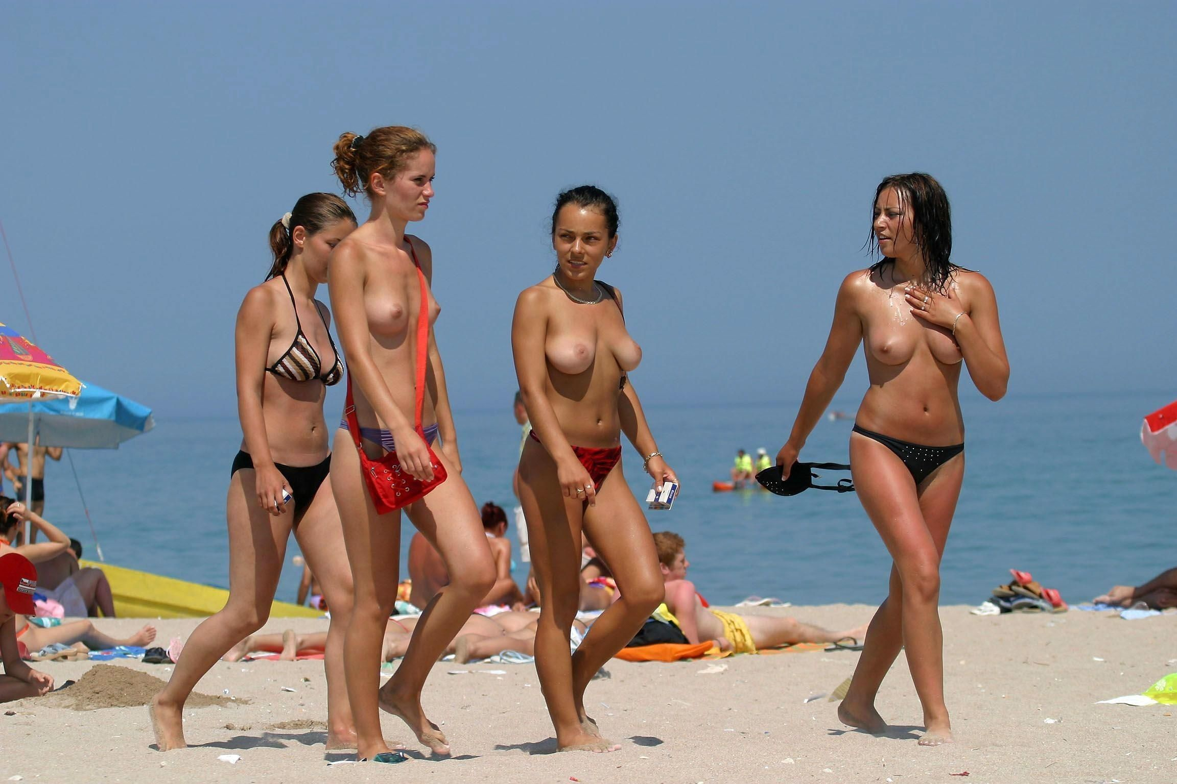 Sportbikes and topless girls — pic 4