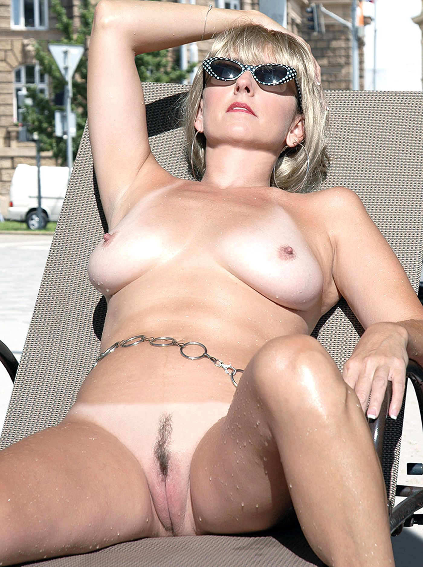 milfs-almost-naked