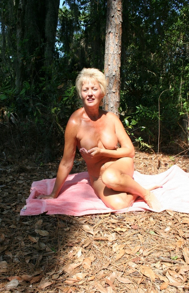 actor-amature-tracey-naked